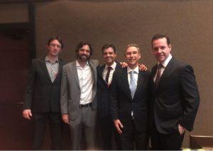 Da esquerda para direita: Dr. Daniel Gabas, Bruno Musa, Dr. Paulo Godoy, Dr. Elvio Bueno Garcia e Dr. Laercio Guerra
