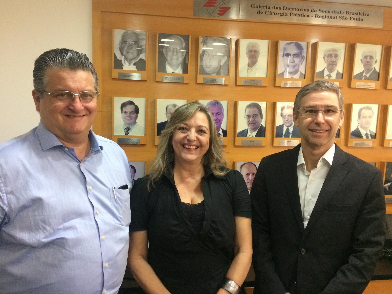 Reunião com a advogada Ednéa Zibellini, o presidente Dr. Elvio Bueno Garcia e o membro da comissão de apoio jurídico da SBCP-SP, Dr. José Octávio Gonçalves de Freitas sobre conciliação judicial