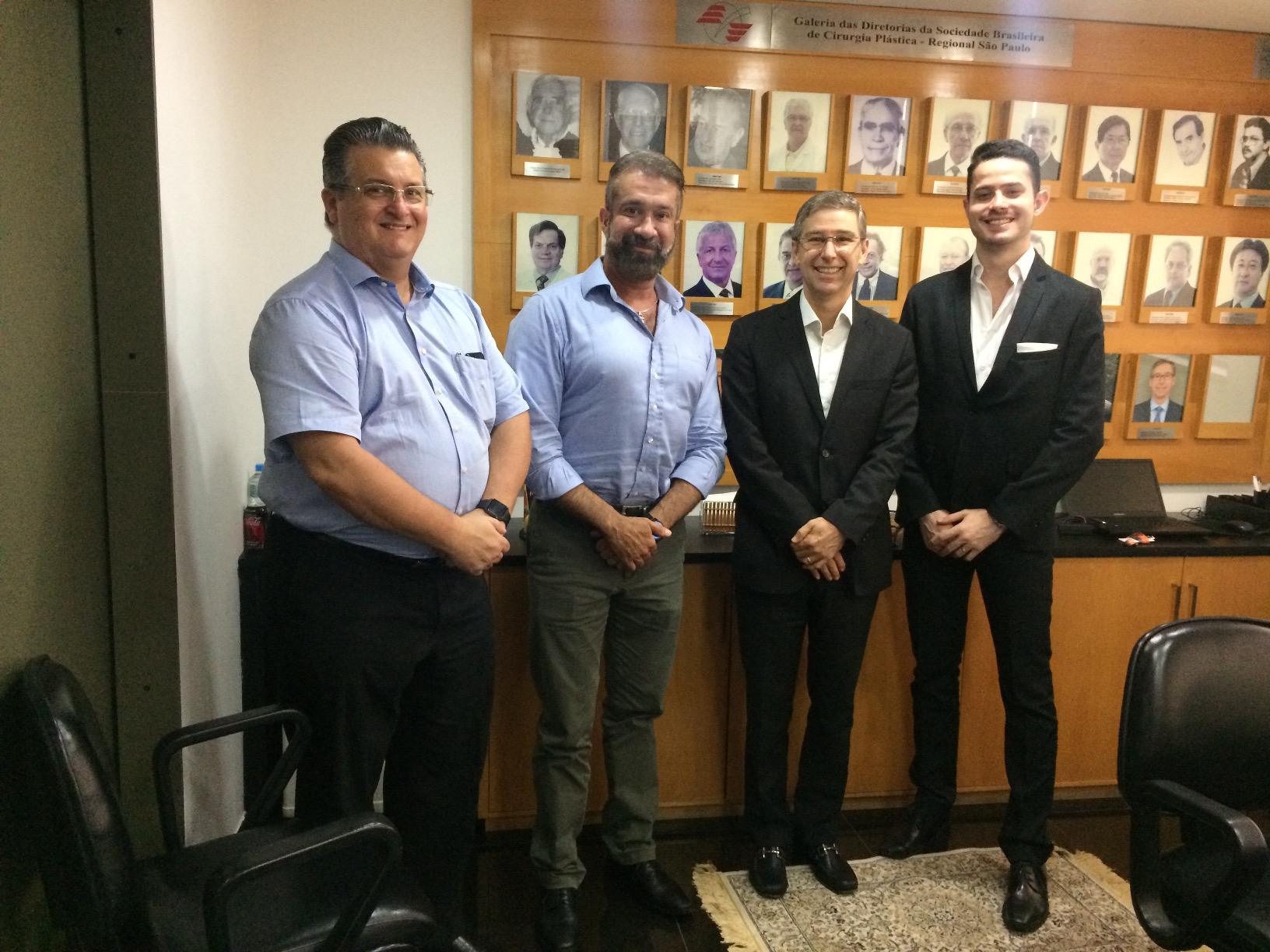 Dr. José Octávio Gonçalves de Freitas, Dr. Mario Warde, Dr. Elvio Bueno Garcia e o advogado Murilo Rebouças Aranha conversaram sobre o aplicativo Go2Doc