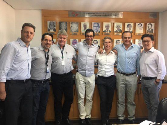 Da esq. para direita: Dr. Eduardo Montag, Dr. André Cervantes, Dr. Eugênio Cação, Dr. Felipe Coutinho, Dr. Élvio Bueno Garcia, Dr. Fabio Xerfan Nahas e Dr. Carlos Koji Ishizuka